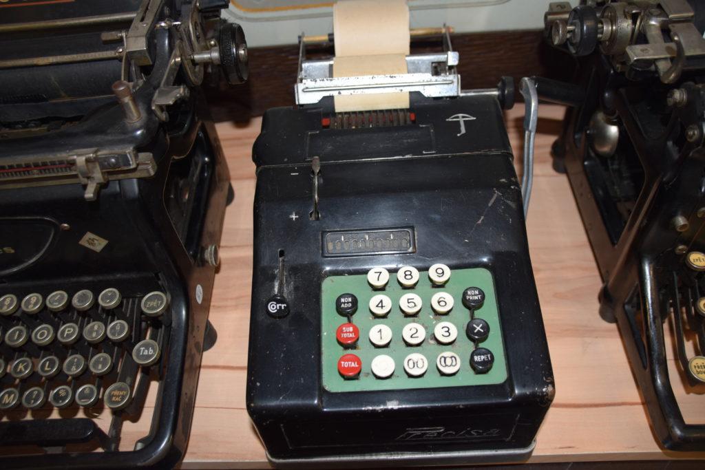 Psací stroje, kalkulačky apod.